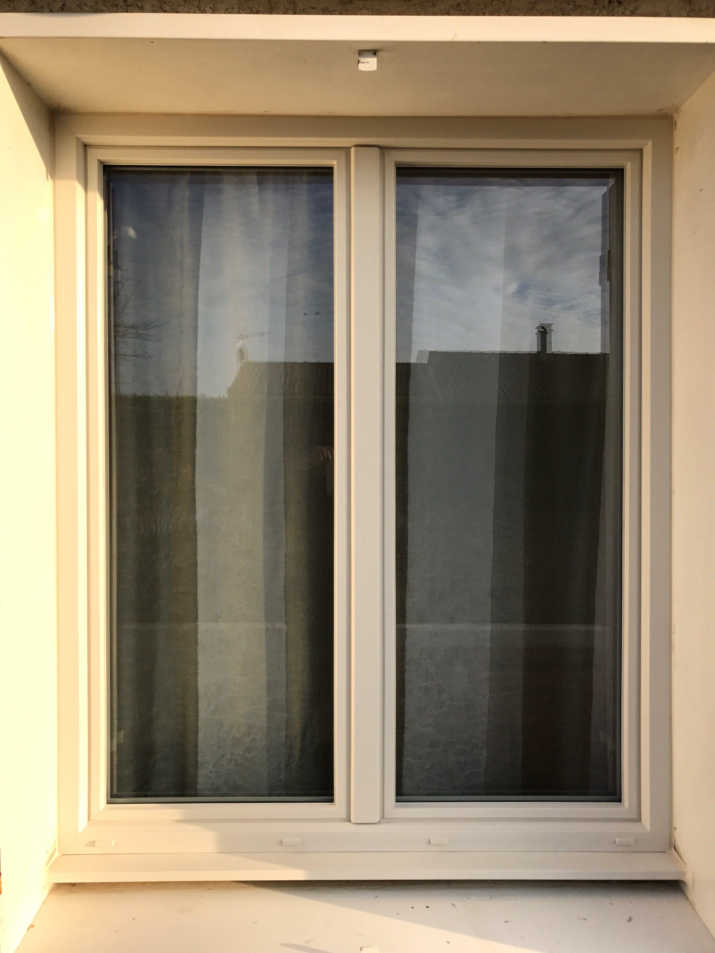 menuiserie finstral ton pierre et volet alu rouge basque ral 3004 profileo. Black Bedroom Furniture Sets. Home Design Ideas