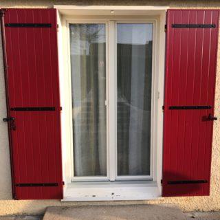 Volet alu rouge basque ral 3004 et menuiserie finstral ton - Maison volet rouge basque ...