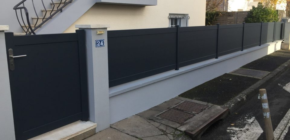 Cl ture aluminium et portillon gris anthracite profileo for Cloture alu gris anthracite