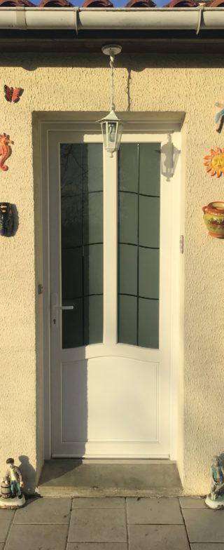 Porte d'entrée à panneau camomille 1 PVC PIERRET
